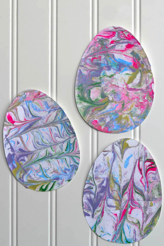 Easy Easter Projects for the Whole Family - Shaving Cream Painted Easter Egg